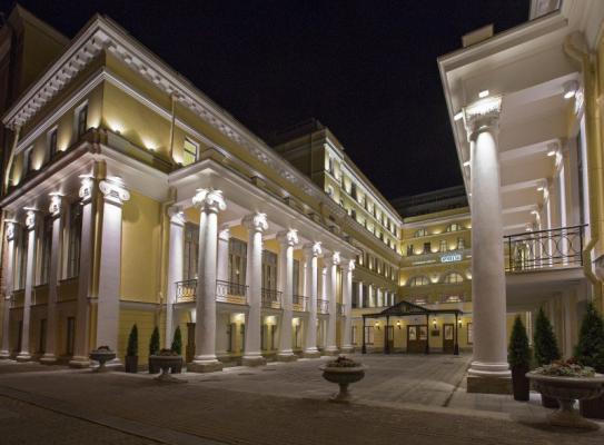Fassade und Eingang - Hotel Eremitage, St. Petersburg