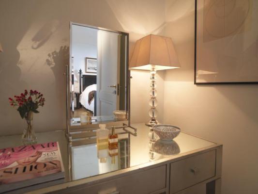 Kosmetik-Tisch im Hotel Astoria