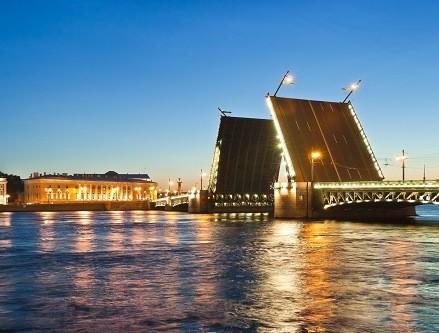 Schlossbrücke zu den Weißen Nächten, St. Petersburg