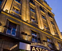 Fassade und Eingang vom Danubius Hotel Astoria