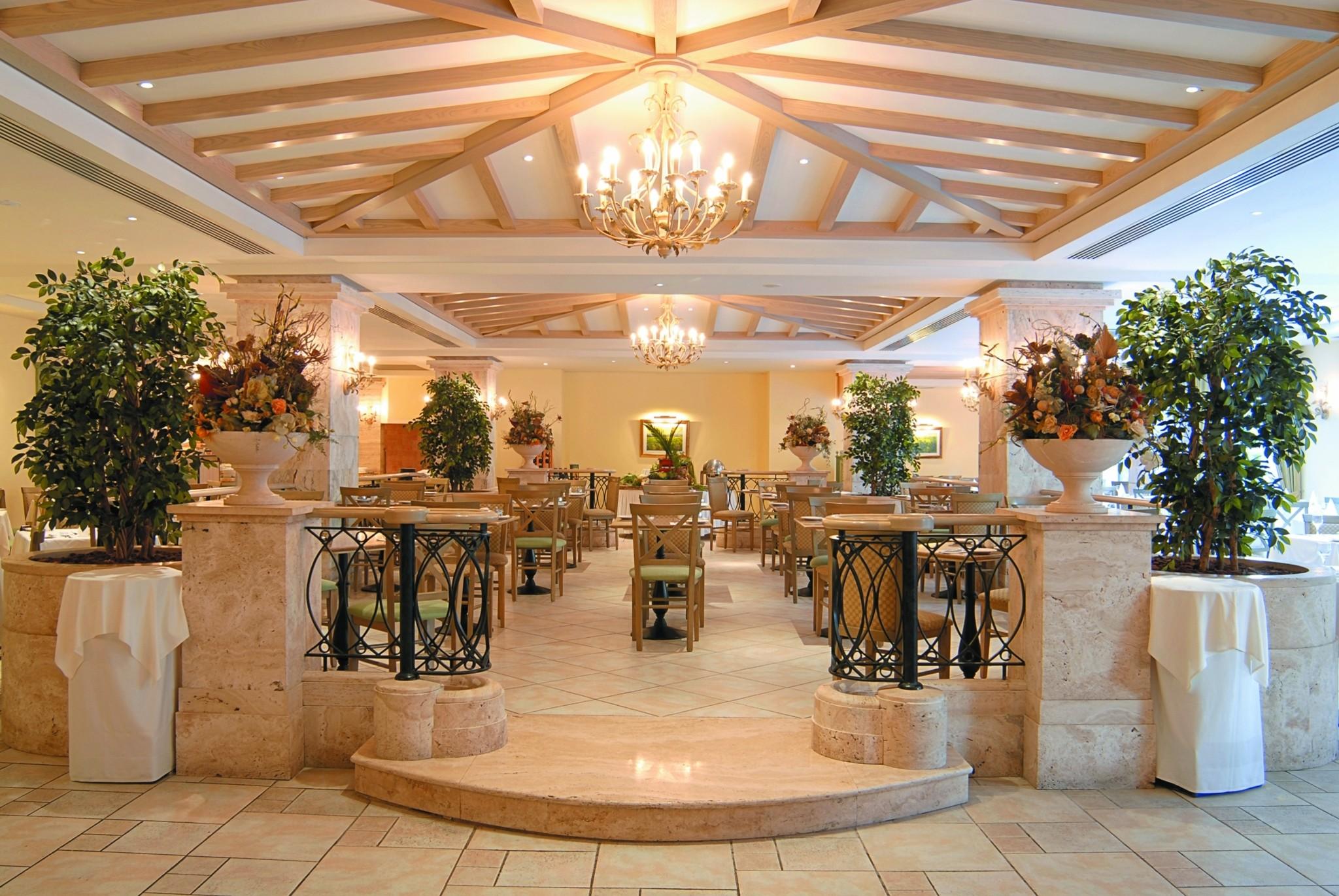 Hotel maritim antonine for Jardin villa antonine beziers