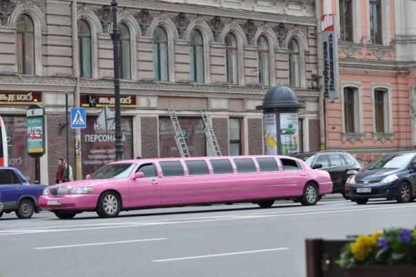 Pinke Limousine in St. Petersburg