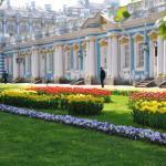 Blumen vor dem Katharinen-Palast
