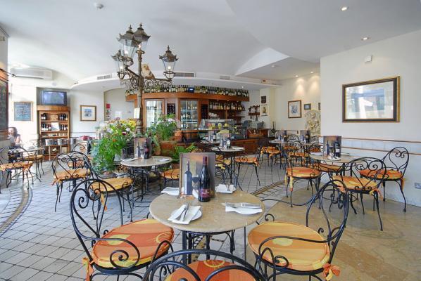 Restaurant im Hotel Marina Corinthia