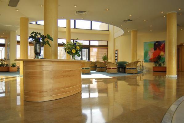 Lobby im Hotel Marina Corinthia