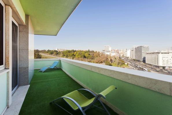 Terrasse der Suite im Hotel HF Fenix Lisboa