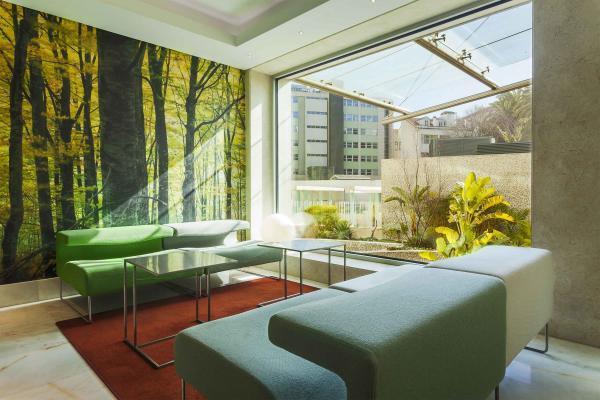 Garten-Bar im Hotel HF Fenix Garden