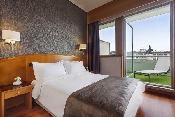 Marques Terrasse und Doppelzimmer im Hotel HF Fenix Lisboa