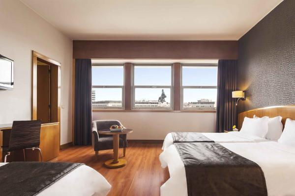 Drei-Bett-Zimmer im Hotel HF Fenix Lisboa