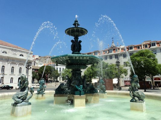 Städtereise Lissabon: Rossio-Bronzespringbrunnen