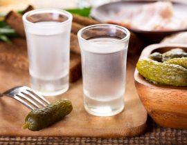 Russische Küche: Wodka und saure Gurken