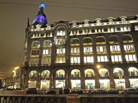 St. Petersburg bei Nacht