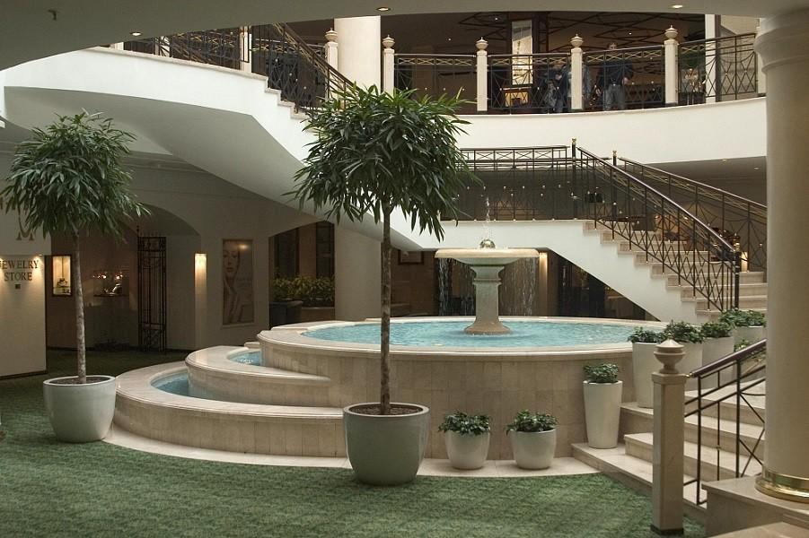 das hotel marriott grand in moskau. Black Bedroom Furniture Sets. Home Design Ideas