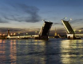 Newa-Brücke Weiße Nächte St. Petersburg