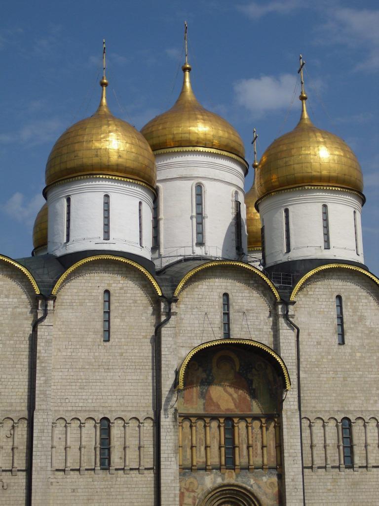 Teilansicht der Mariä-Entschlafens-Kathedrale im Moskauer Kreml