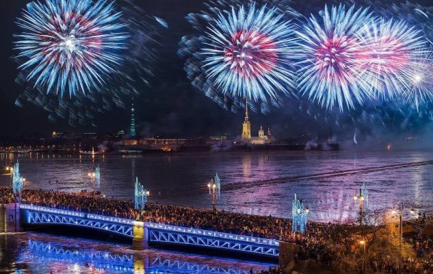 Silvesterfeuerwerk in St. Petersburg