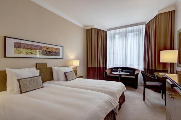 Superior Twin Room im Corinthia Hotel
