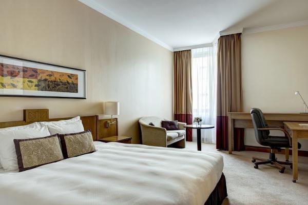 Superior King Room Corinthia Hotel