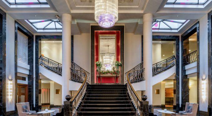 Lobbytreppe - Corinthia Hotel, St. Petersburg