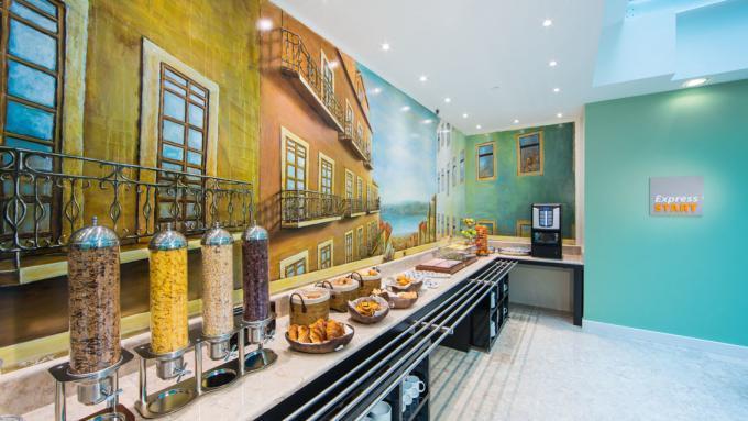 Frühstücksbuffet Hotel Holiday Inn Express*** in Lissabon