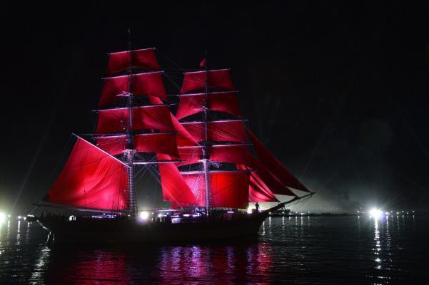 Weiße Nächte St. Petersburg: Rote Segel Feier