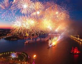 Fest der Roten Segel auf der Newa, St. Petersburg