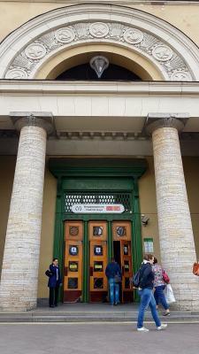 Eingang zur Metrostation Vladimirskaya, St. Petersburg