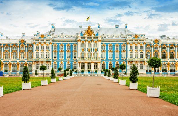 Sehenswürdigkeiten in St. Petersburg: Katharinenpalast im Zarendorf Puschkin