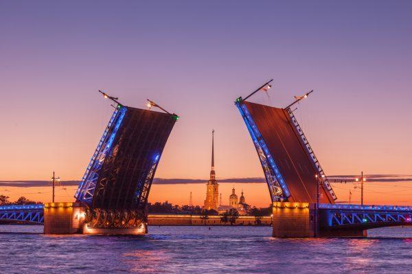 Sehenswürdigkeiten in St. Petersburg: Newa Brücken