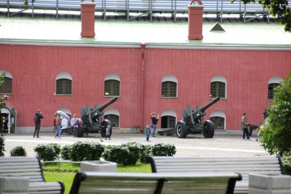 Auf dem Gelände der Peter-Paul-Festung