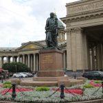 Statue vor der Kasaner Kathedrale, St. Petersburg