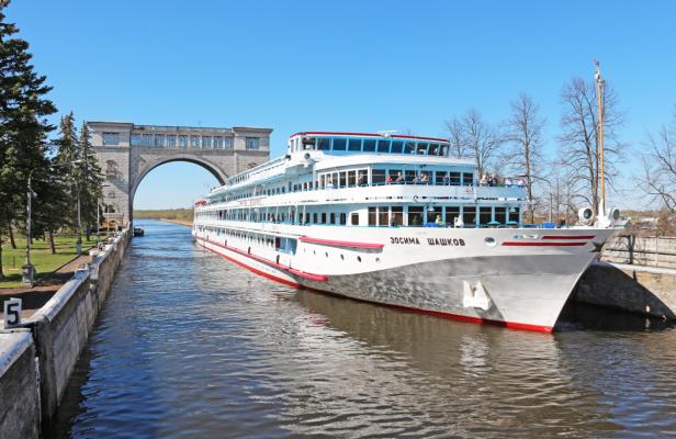 Schleuse - MS Schaschkow, Flusskreuzfahrt, Pauschalreise Moskau Petersburg