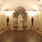 Puschkin Statue in der St. Petersburger Metro
