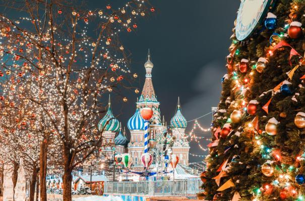 Silvesterreise nach Moskau: weihnachtlich geschmückter Roter Platz