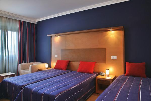 Dreibettzimmer - America Diamonds Hotel, Lissabon