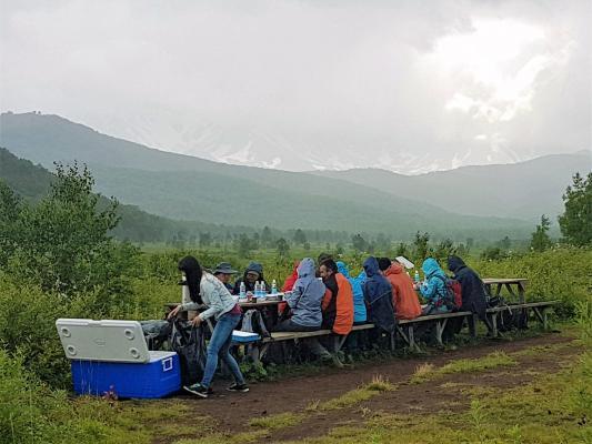 Mittagessen in Uzon Caldera - Tal der Geysire, Kamtschatka