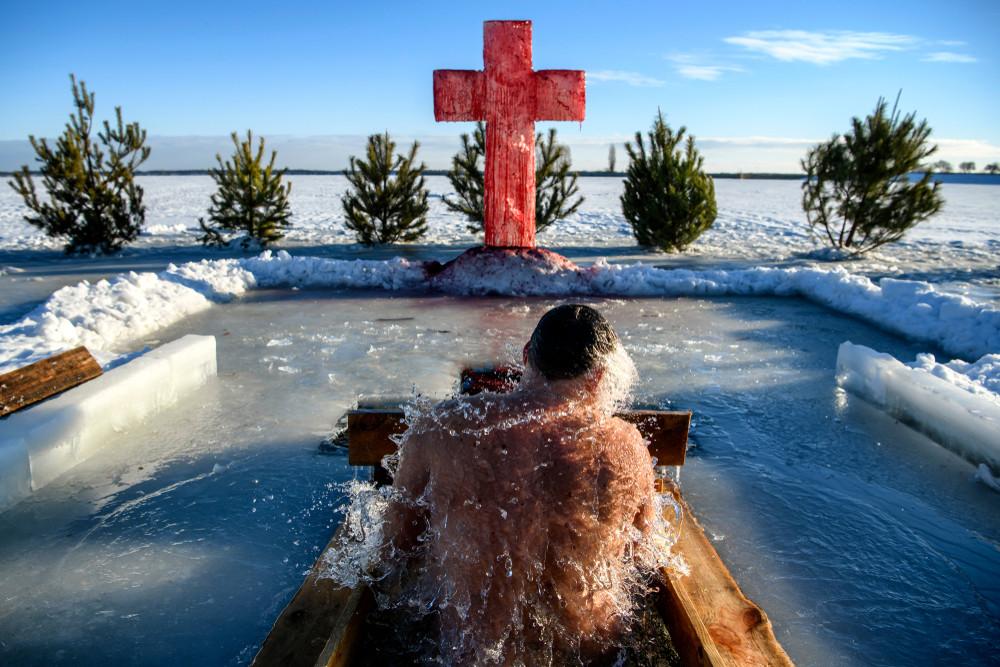 Eisbaden in Moskau