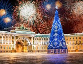 Silvesterfeuerwerk am Schlossplatz, St. Petersburg