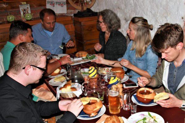 Mittagessen im Restaurant Schinok in St. Petersburg