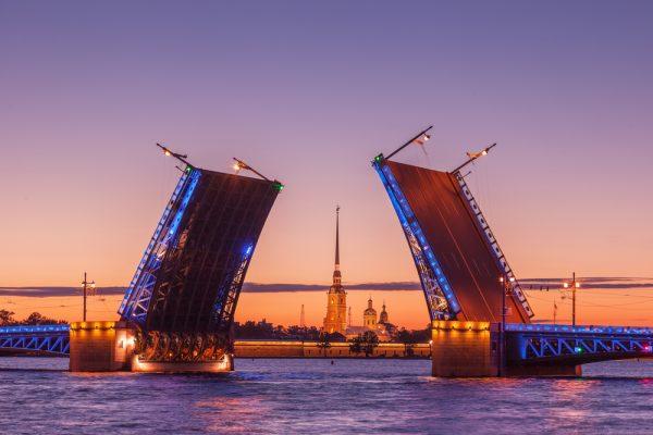 Weiße Nächte St. Petersburg, Schlossbrücke