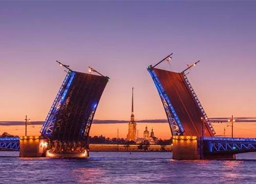 Schlossbrücke in St. Petersburg